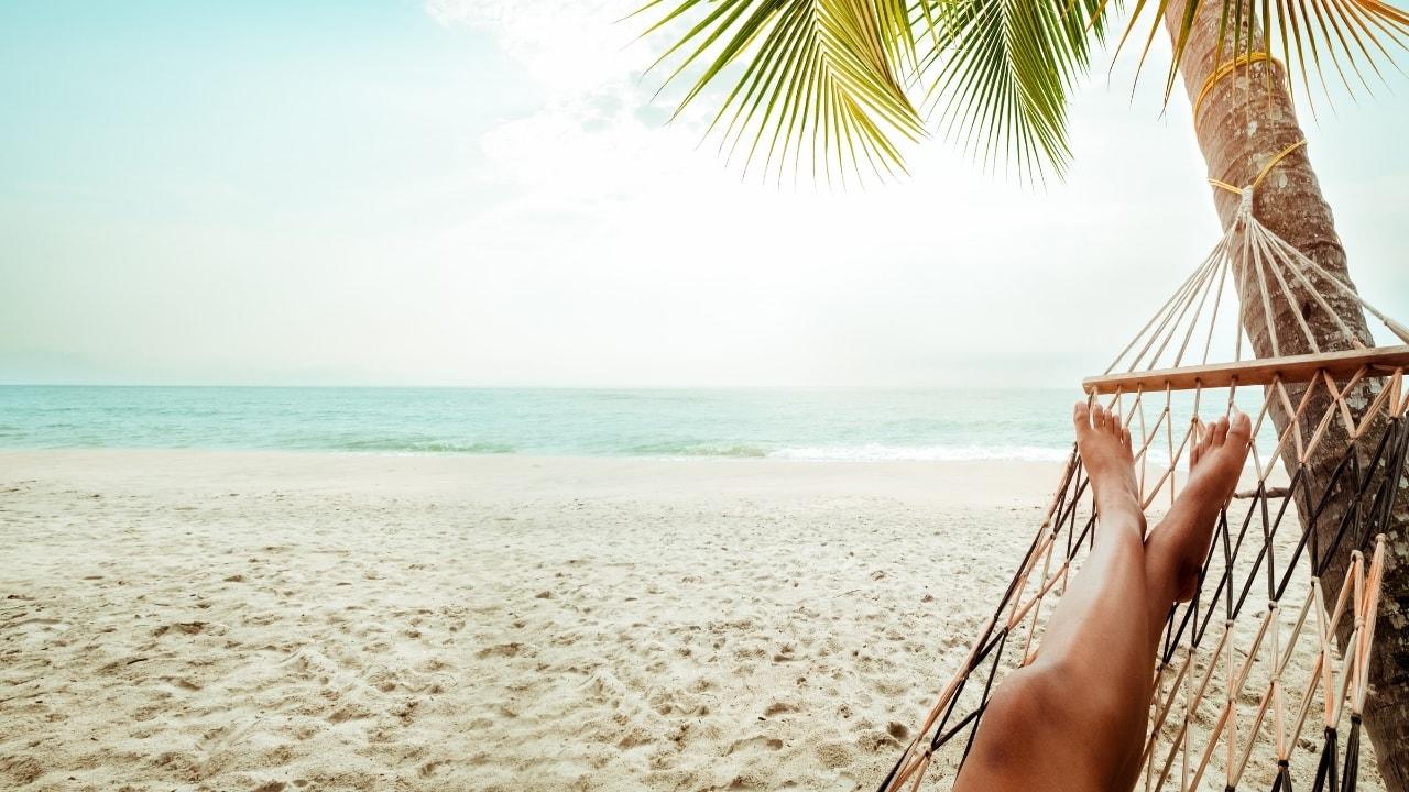 暇そうな休暇を取っている人の画像